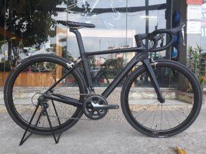 3876_Xe-dap-dua-Pinarello-DogMa-167-F10-5800-Supper-Team-Full-Carbon-Black-Red